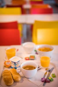 Salle de petit déjeuner Hôtel Orly
